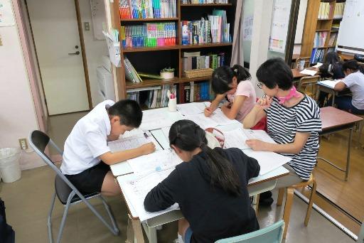 岡山市北区西崎の学習塾I(アイ)小学生指導クラスの様子1